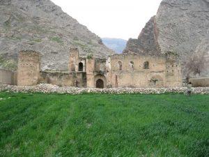 تصویر نمای شمالی قلعه پور اشرف دره شهر