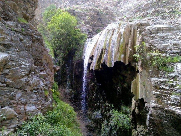 نمایی از آبشار هفت آسیاب درهشهر