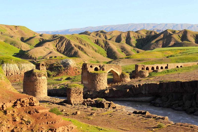 نمایی از پل گاومیشان درهشهر